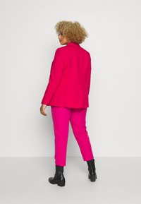 Simply Be - ESSENTIAL FASHION - Kort kåpe / frakk - raspberry - 2