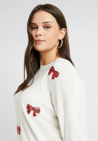 Simply Be - NOVELTY SEQUIN BOW - Jersey de punto - ivory - 3