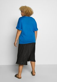 Simply Be - RUFFLE BOXY TEE - T-shirts med print - azure blue - 2