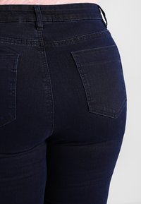 CAPSULE by Simply Be - LUCY HIGH WAIST SUPER SOFT - Jeans Skinny Fit - dark indigo - 4