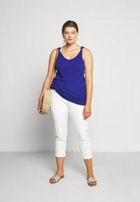 Simply Be - DEMI HIGH WAIST MOM - Jeans Skinny Fit - ecru - 1