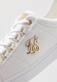 SIKSILK - PRESTIGE - Sneakers - white/gold - 5