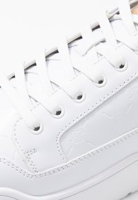 SIKSILK - PURSUIT MONOGRAM - Trainers - white - 5