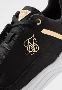 SIKSILK - SIKSILK BLAZE LUX - Trainers - black/gold - 5