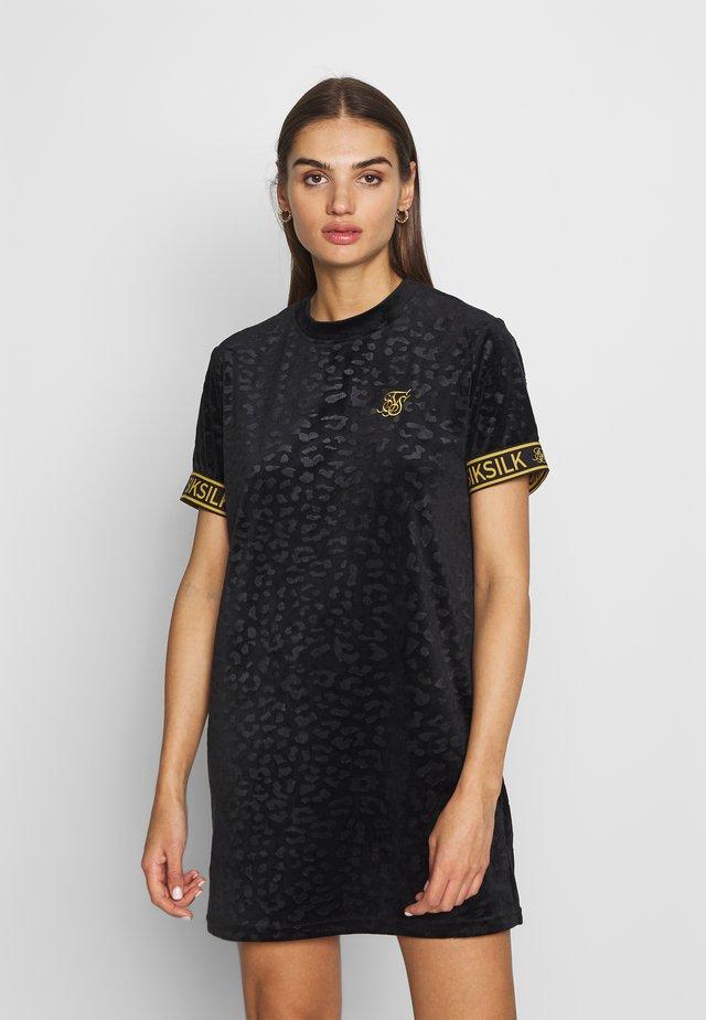 DEBOSSED T SHIRT DRESS - Korte jurk - black