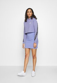 SIKSILK - TWISTED TAPE CROPPED HOODIE - Mikina skapucí - violet - 1