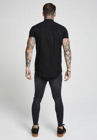 SIKSILK - GRANDAD SLEEVE FITTED - Overhemd - black - 3