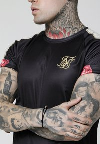 SIKSILK - RAGLAN BACK PANEL SHIRT - Camisa - black/ecru/red - 4