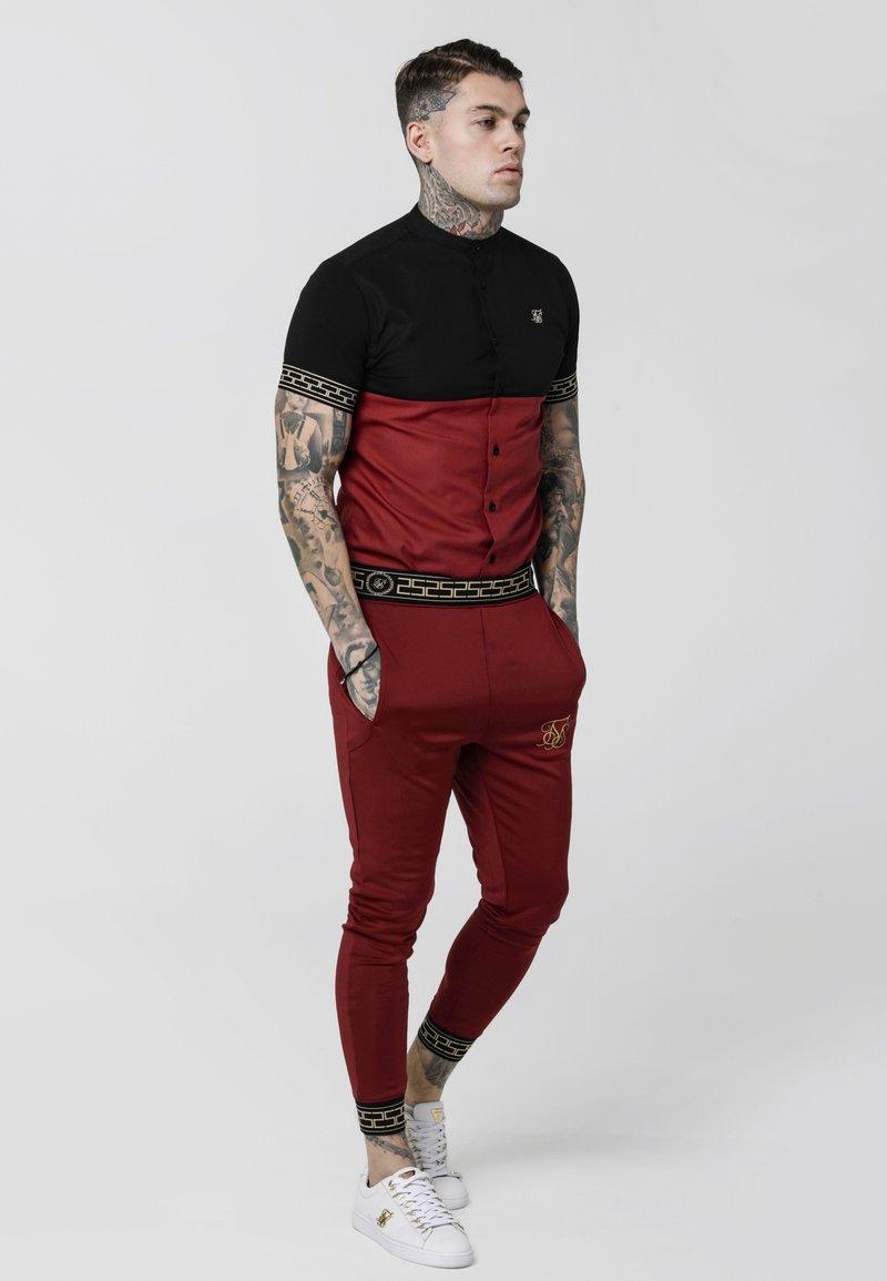 SIKSILK - CUT & SEW CARTEL GRANDAD SHIRT - Camisa - black/red