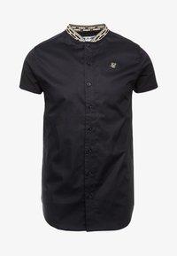 SIKSILK - TAPE COLLAR SHIRT - Overhemd - black/gold - 3