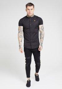 SIKSILK - TAPE COLLAR SHIRT - Overhemd - black/gold - 0
