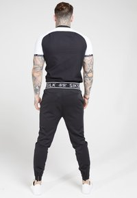 SIKSILK - OXFORD RAGLAN TECH - Overhemd - black/white - 2