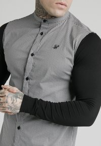 SIKSILK - GRANDAD COLLAR DOGTHOOTH CHECK - Camicia - black - 5