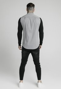 SIKSILK - GRANDAD COLLAR DOGTHOOTH CHECK - Camicia - black - 2