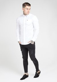SIKSILK - LONG SLEEVE SMART SHIRT - Koszula biznesowa - white - 4