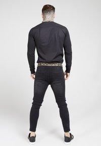SIKSILK - LONG SLEEVE TAPE COLLAR - Overhemd - black/gold - 2