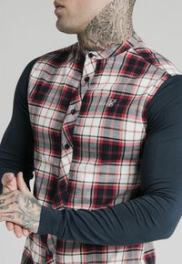 SIKSILK - LONG SLEEVE CHECK GRANDAD SHIRT - Overhemd - grey/red - 4