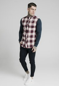SIKSILK - LONG SLEEVE CHECK GRANDAD SHIRT - Overhemd - grey/red - 1