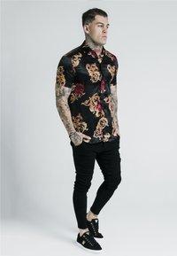 SIKSILK - X DANI ALVES RESORT SHIRT - Skjorte - multi-coloured - 1
