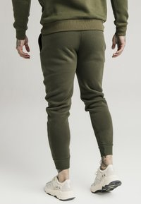 SIKSILK - MUSCLE FIT - Jogginghose - khaki/white - 2