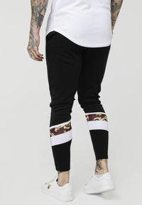SIKSILK - ROYAL VENETIAN SPRINT TRACKSUIT PANTS - Tracksuit bottoms - black/deep red - 2
