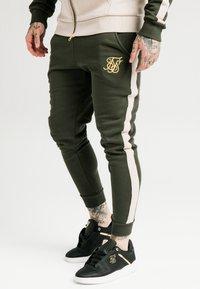 SIKSILK - PANELLED - Pantalon de survêtement - khaki/cream/gold - 4