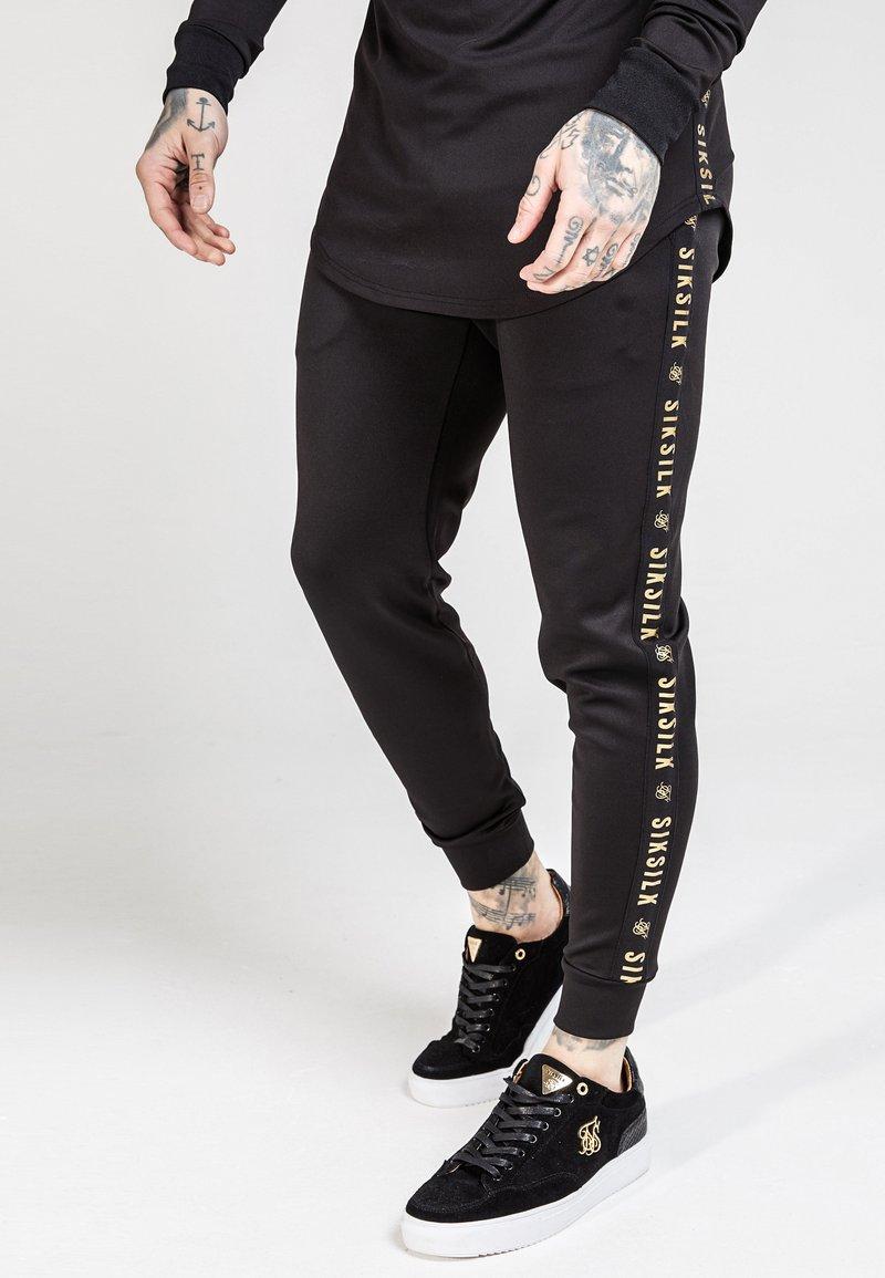 SIKSILK - CUFFED CROPPED TAPED  - Pantalon de survêtement - black