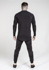 SIKSILK - CUFFED CROPPED TAPED  - Teplákové kalhoty - black - 2
