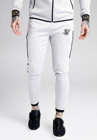 SIKSILK - SCOPE CARTEL TRACK PANTS - Pantalones deportivos - ice grey - 0
