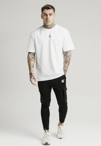 SIKSILK - ATHLETE CARGO PANTS - Cargobyxor - black - 1