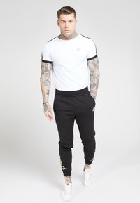 SIKSILK - FITTED  - Tracksuit bottoms - jet black/gold - 1
