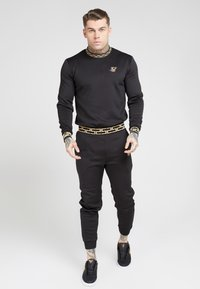 SIKSILK - FITTED CUFFED CHAIN PANT - Verryttelyhousut - black/gold - 1