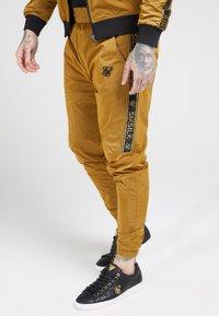 SIKSILK - TAPED JOGGERS - Pantaloni sportivi - golden mustard - 4