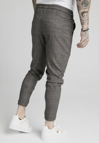 SIKSILK - SMART JOGGER PANT - Bukse - beige dogtooth - 4