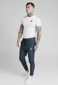 SIKSILK - SMART JOGGER PANT - Pantalon classique - navy/grey - 1