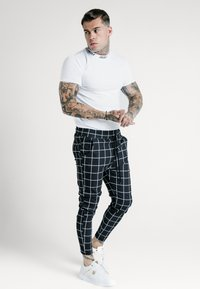SIKSILK - SMART JOGGER PANT - Pantalon classique - black/white - 1