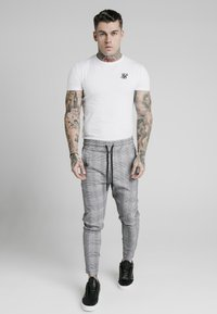 SIKSILK - SMART - Trainingsbroek - black/grey/white - 1
