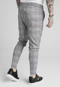 SIKSILK - SMART - Pantalon de survêtement - black/grey/white - 4