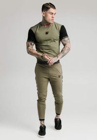 SIKSILK - SCOPE TRACK PANTS - Tracksuit bottoms - khaki - 1