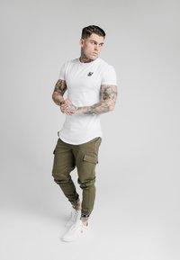 SIKSILK - CUFF PANTS - Cargo trousers - khaki - 1