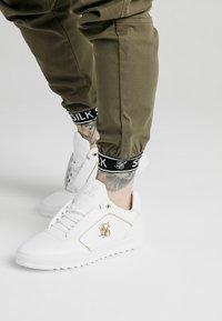 SIKSILK - CUFF PANTS - Cargo trousers - khaki - 4