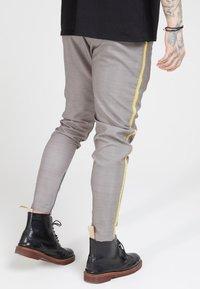 SIKSILK - FITTED SMART TAPE JOGGER PANTS - Broek - grey - 2