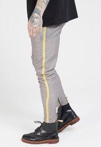 SIKSILK - FITTED SMART TAPE JOGGER PANTS - Broek - grey - 4