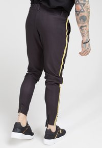 SIKSILK - FITTED SMART TAPE JOGGER PANT - Pantaloni - black - 2