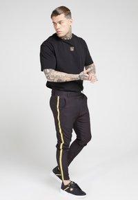 SIKSILK - FITTED SMART TAPE JOGGER PANT - Pantaloni - black - 1