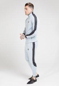 SIKSILK - ATHLETE EYELET TAPE TRACK PANTS - Trainingsbroek - ice grey/charcoal - 1