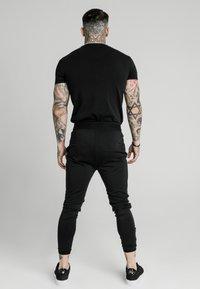 SIKSILK - AGILITY TRACK PANTS - Teplákové kalhoty - black - 2