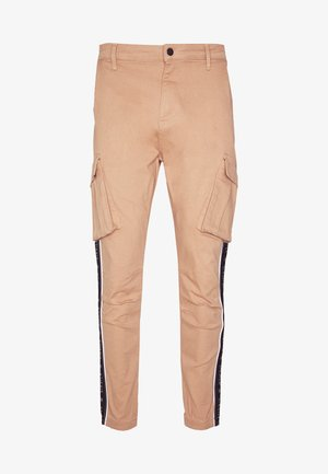 FITTED TAPED CUFF CARGO - Reisitaskuhousut - tan