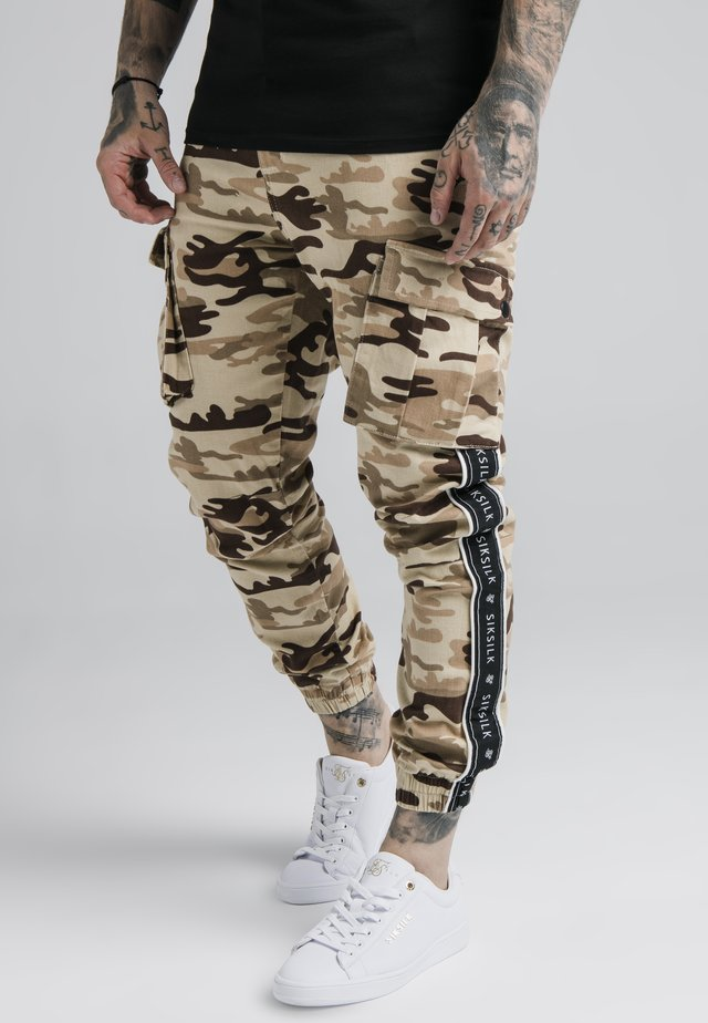 FITTED TAPED CARGO - Cargo trousers - desert