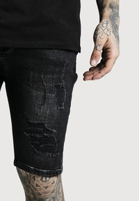 SIKSILK - Short en jean - washed black - 4